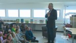 Raw: Gord Steinke sings to kids during Read-In Week